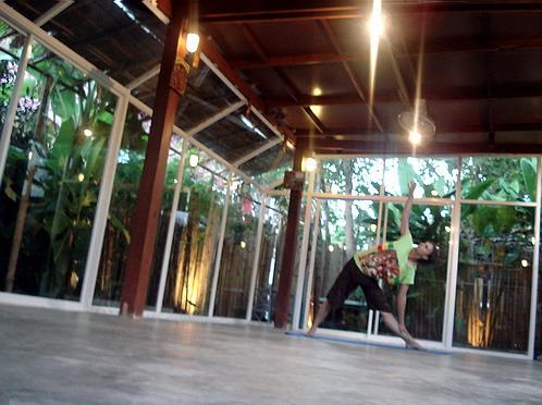 http://thaimassagechiangmai.com/images/yoga_dark.jpg